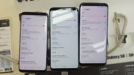 New Samsung Galaxy S8 owners complaining about reddish screen panel