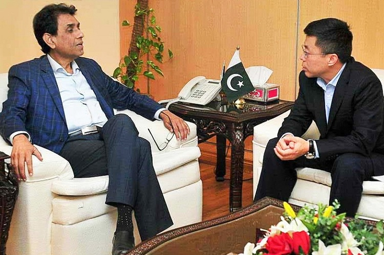 Chairman & CEO of CMPak discusses Digital future of Pakistan with Federal Minister IT Dr. Khalid Maqbool Siddique