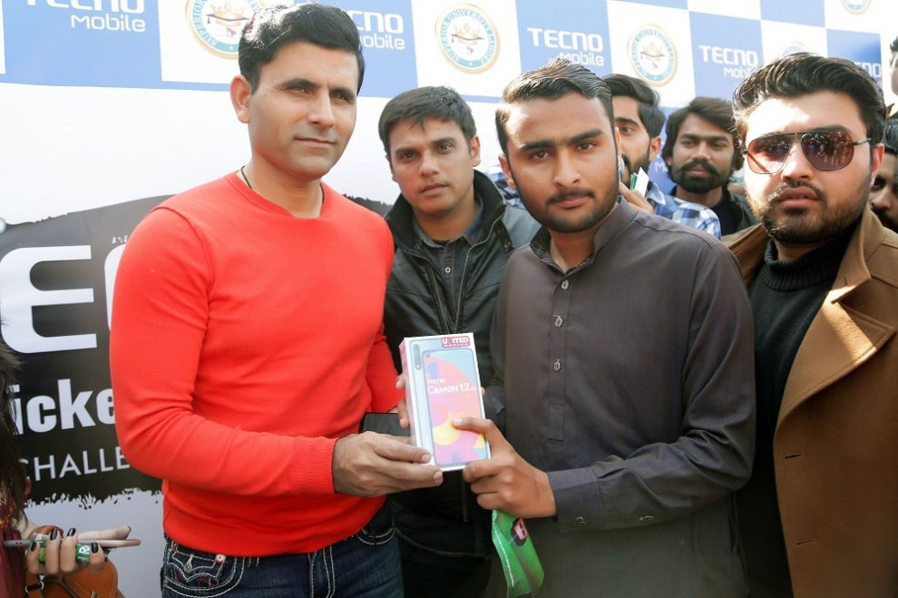 TECNO Cricket Superstar fleet has finally knocked at the doors of Superior University, Lahore; withAbdul Razzaq. After the enthralling presence of Pakistan's